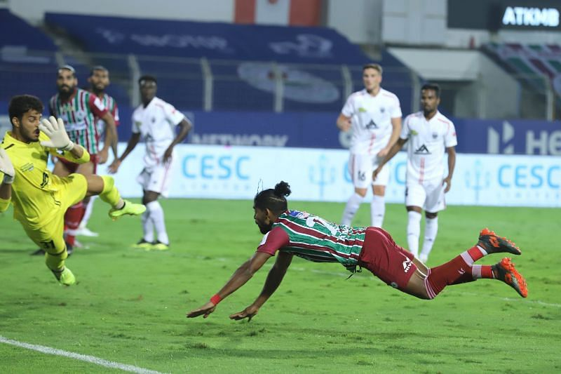 Roy Krishna scores the first goal for ATK Mohun Bagan against NorthEast United FC (Image Courtesy: ISL Media)
