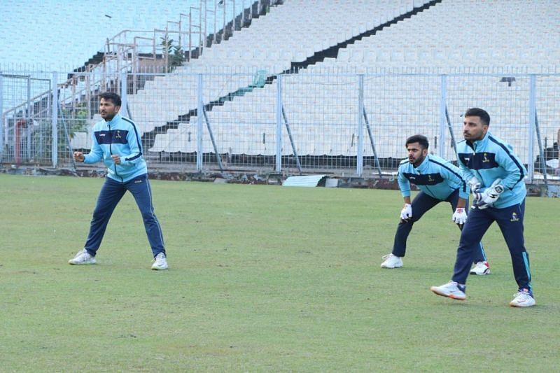 Anustup Majumdar (L), Manoj Tiwary (C) and Shreevats Goswami (R) during a training session (Image Credits: CAB)