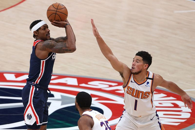 Bradley Beal shoots in front of Devin Booker.
