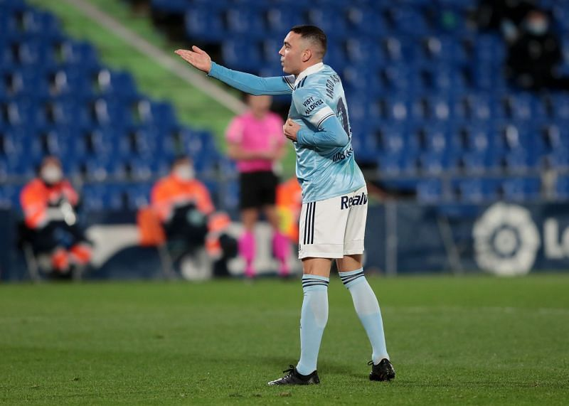 Iago Aspas left the field with an injury