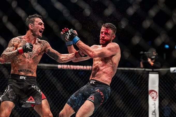 I'm the best boxer in the UFC'- Max Holloway was speaking to the commentary team during his domination of Calvin Kattar