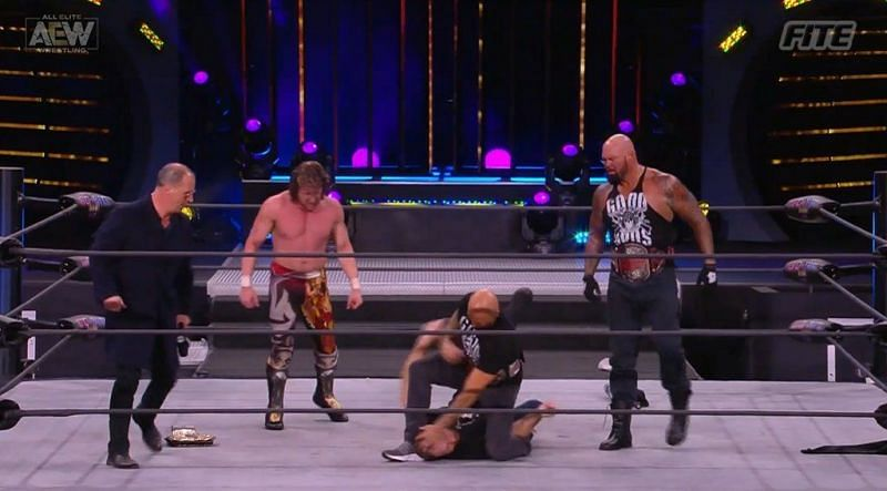 Doc Gallows and Karl Anderson arrived on AEW Dynamite tonight at the side of Kenny Omega.