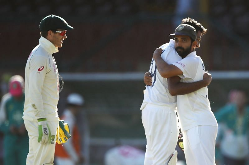 There was a heated exchange of words between Tim Paine (L) and Ravichandran Ashwin (R)