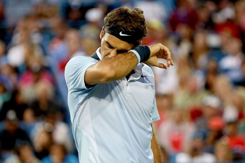 Roger Federer struggled with back niggles in 2013