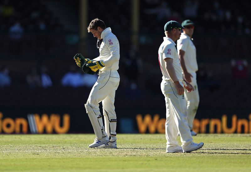 Tim Paine (L) was culpable of dropping Hanuma Vihari in the final hour of play