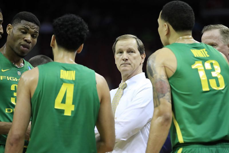 The Oregon Ducks and the Utah Utes will face off at the Jon M. Huntsman Center on Saturday