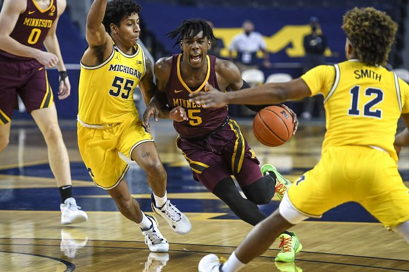 Marcus Carr #5 of the Minnesota Golden Gophers drives to the basket against