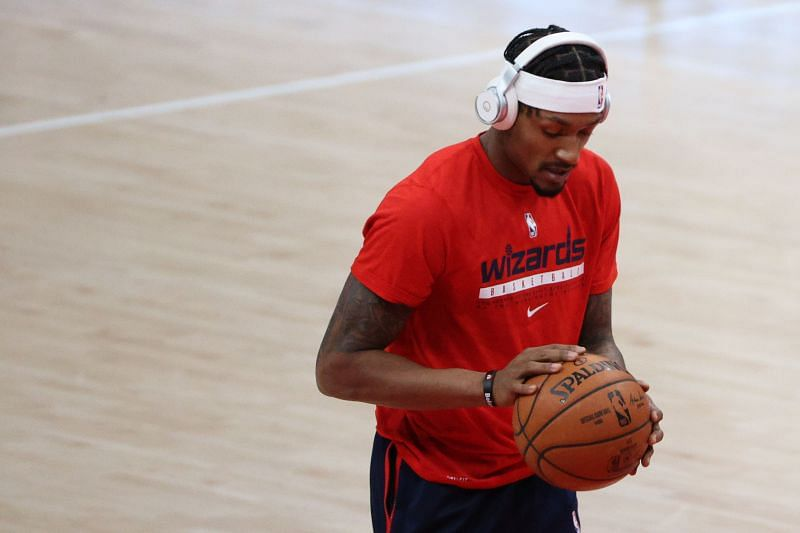 Bradley Beal warms up before playing against the Phoenix Suns.