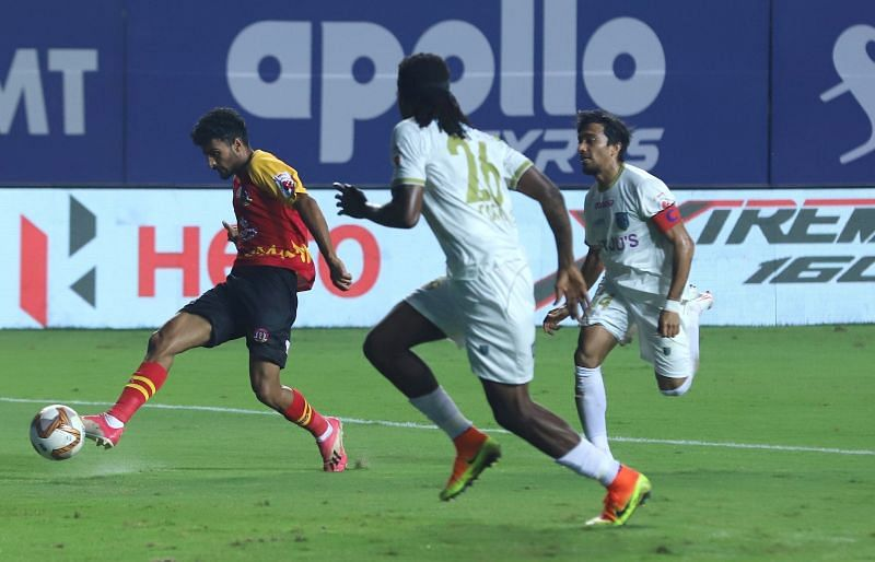 SC East Bengal and Kerala Blasters player in action (Image Courtesy: ISL Media)