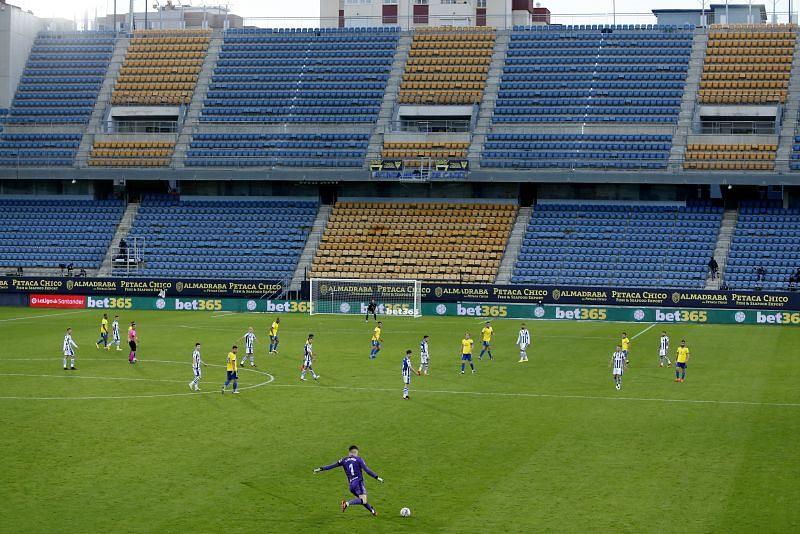 Alex Remiro takes a goalkick for Real Sociedad