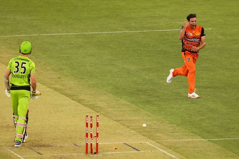 Jhye Richardson in action for the Perth Scorchers.