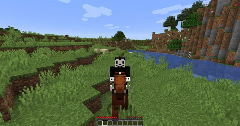 Mounting a horse in Minecraft : Image 2