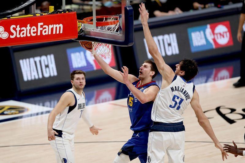 Nikola Jokic rises for a layup against Dallas Mavericks.