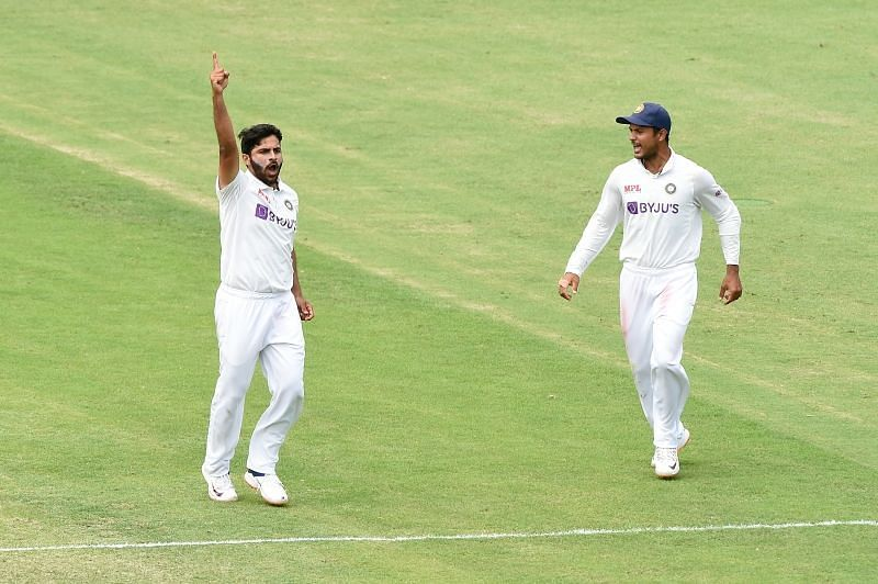 Shardul Thakur (left)