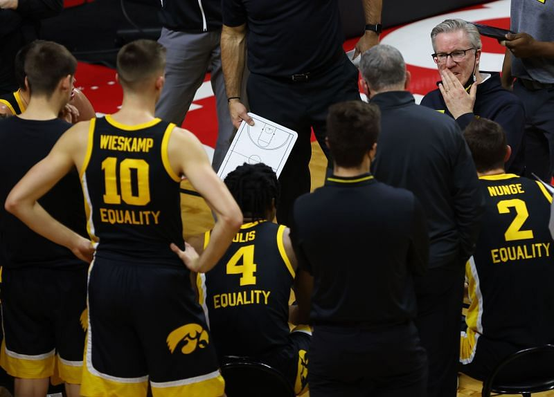 The Minnesota Golden Gophers and the Iowa Hawkeyes will face off on Sunday afternoon