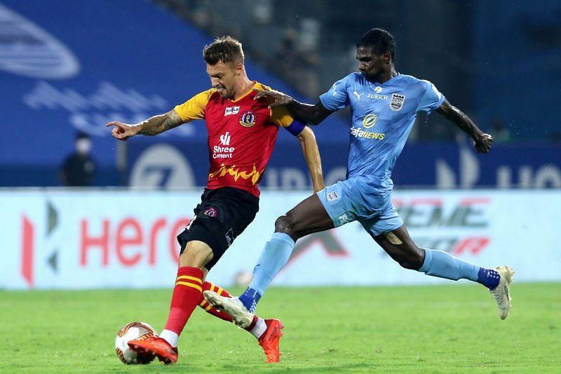 SC East Bengal player Anthony Pilkington (L) and Mumbai City FC