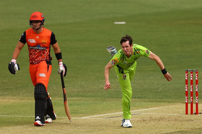 Adam Milne in action for Sydney Thunder.
