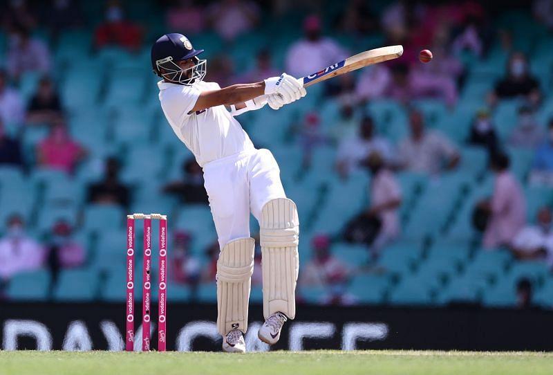 Sunil Gavaskar wants the Indian batsmen to not look at the scoreboard like he used to do