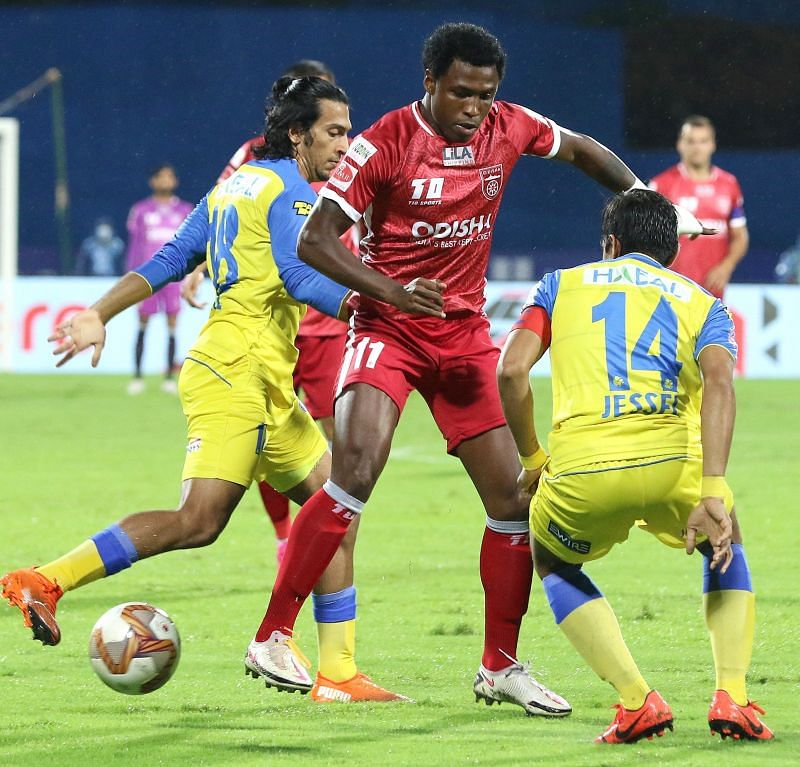 Kerala Blasters FC had a hard time dealing with Diego Mauricio. Courtesy: ISL