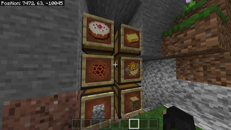 using a cake in an item frame to help mark which chest is full of food.