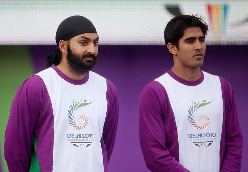 विजेन्दर सिंह (Vijender Singh) दाएं
