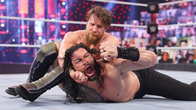 WWE यूनिवर्सल चैंपियन रोमन रेंस और डेनियल ब्रायन