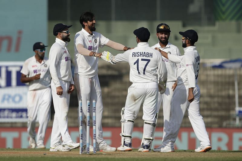 India picked 4 wickets in Day 2