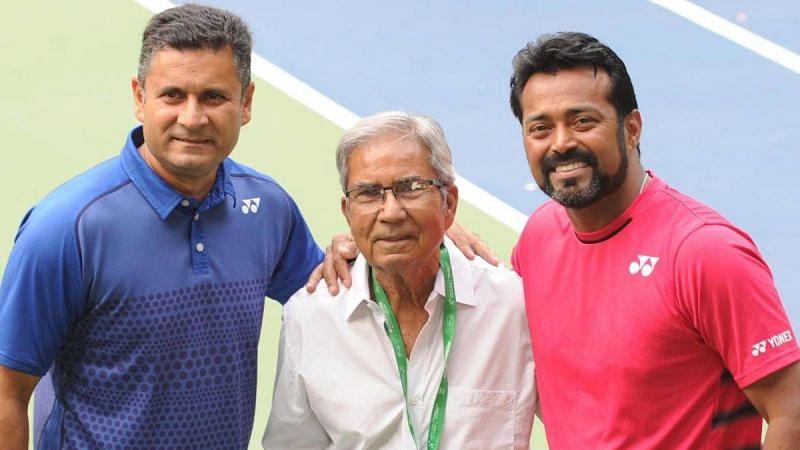 मध्य में अख़्तर अली (Akhtar Ali) - तस्वीर साभार: India TV
