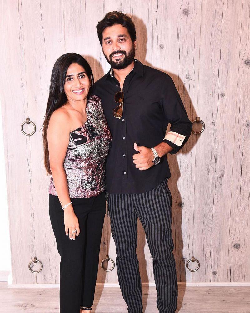 Murali Vijay and his wife