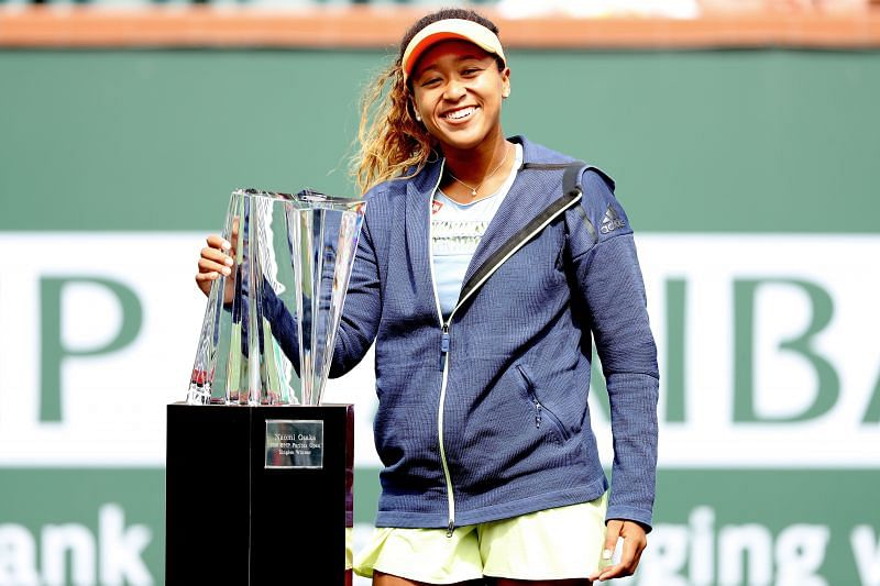 Naomi Osaka with the Indian Wells 2018 trophy