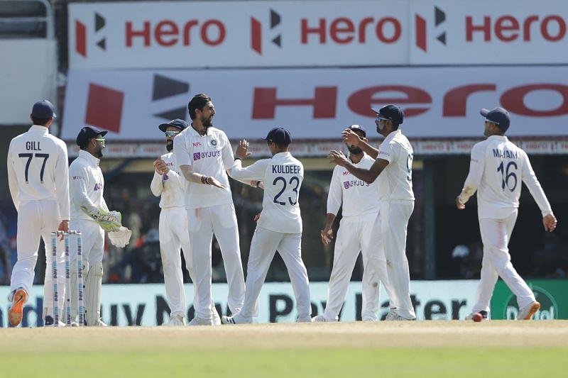 Team India celebrate the fall of Jack Leach