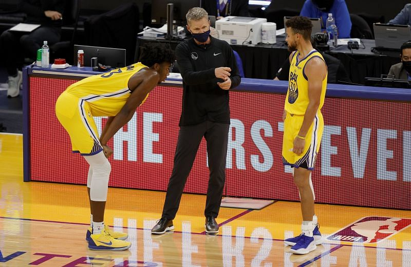 Golden State Warriors head coach Steve Kerr talks to James Wiseman #33 and Stephen Curry #30 of the Golden State Warriors