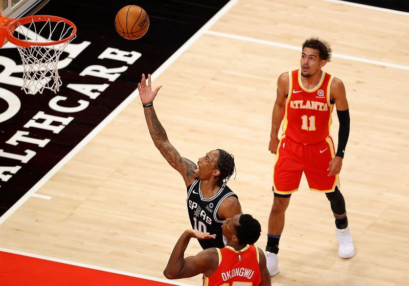 DeMar DeRozan goes in for lay-up vs Atlanta Hawks