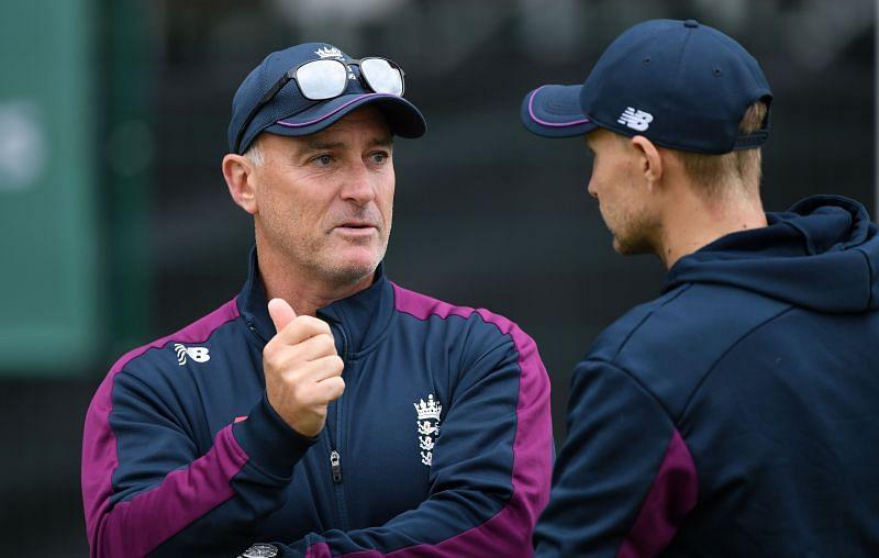 England batting coach Graham Thorpe (L) with Joe Root.
