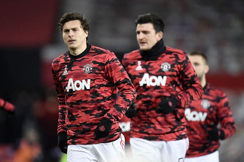 Manchester United defenders Victor Lindelof (L) and Harry Maguire (R)