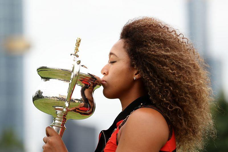 Naomi Osaka kisses the Australian Open trophy