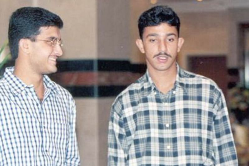 Sourav Ganguly (left) and Azhar Mahmood during their playing days (Photo: Twitter)