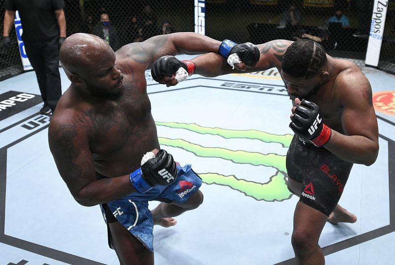 Derrick Lewis lands a bomb on Curtis Blaydes