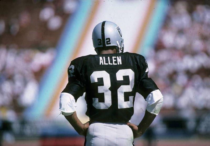 Los Angeles Raiders RB Marcus Allen brings home the 1985 NFL MVP award