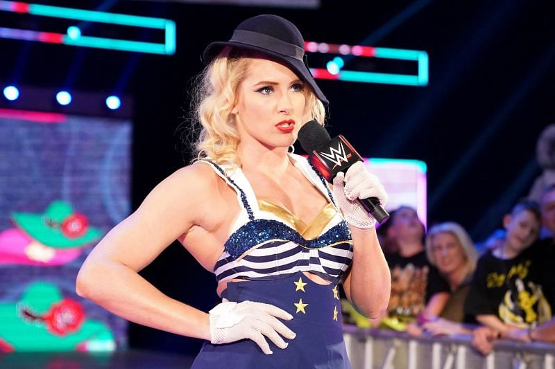 Lacey Evans revealed she was pregnant tonight on WWE RAW...and it