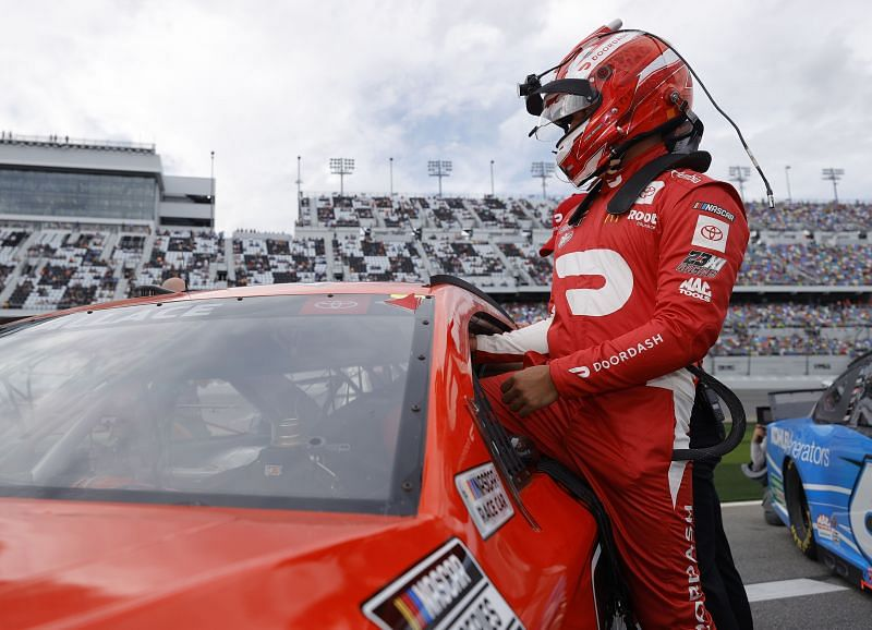 Bubba Wallace climbs into his car prior to the Daytona 500. Photo/Getty Images