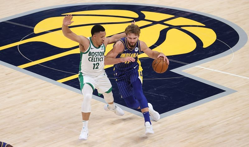 Domantas Sabonis #11 of the Indiana Pacers drives the ball.
