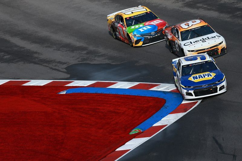 Chase Elliott leads the road course race on the Charlotte Roval. Photo/Getty Images