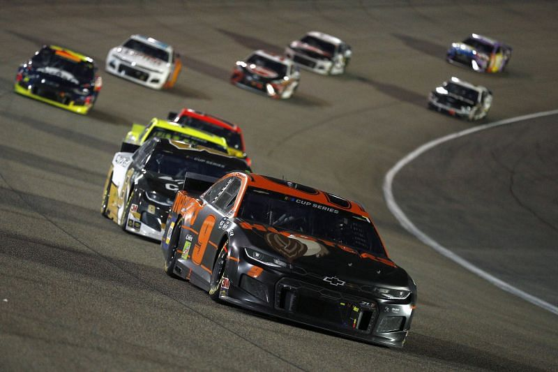 Chase Elliott leads the NASCAR Cup Series Dixie Vodka 400 at Homestead. Photo/Getty Images