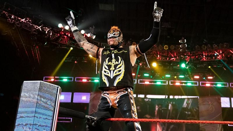 Rey Mysterio confirms that he has signed a new contract with WWE.