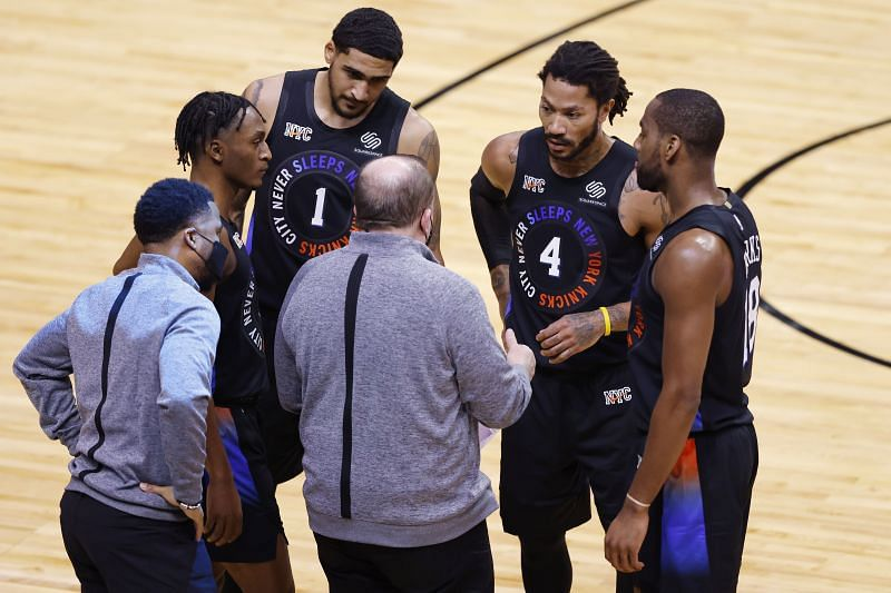 Immanuel Quickley #5, Obi Toppin #1, Derrick Rose #4, and Alec Burks #18 of the New York Knicks talk with head coach Tom Thibodeau