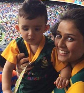 Imran Tahir's Wife with her son