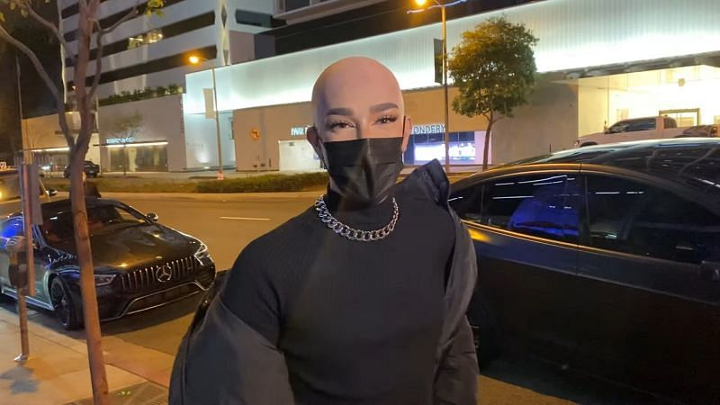 21-year-old beauty guru James Charles appears to have gone bald based on recent paparazzi images (Image via Kevin Wong/ YouTube)