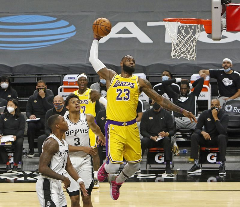 LeBron James #23 of the Los Angeles Lakers dunks past spurs defenders