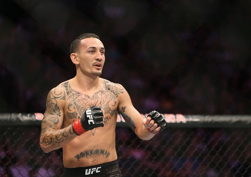 Max Holloway performing against Brian Ortega at UFC 231 in a featherweight bout